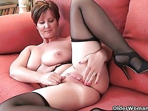 British milf with big tits gets fingered by photographer